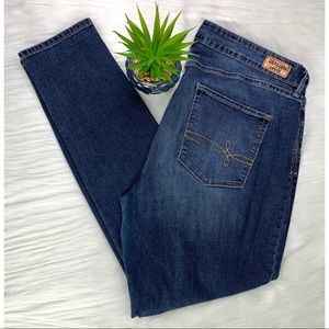 Levis Denizen Dark Wash Modern Skinny stretch Jean